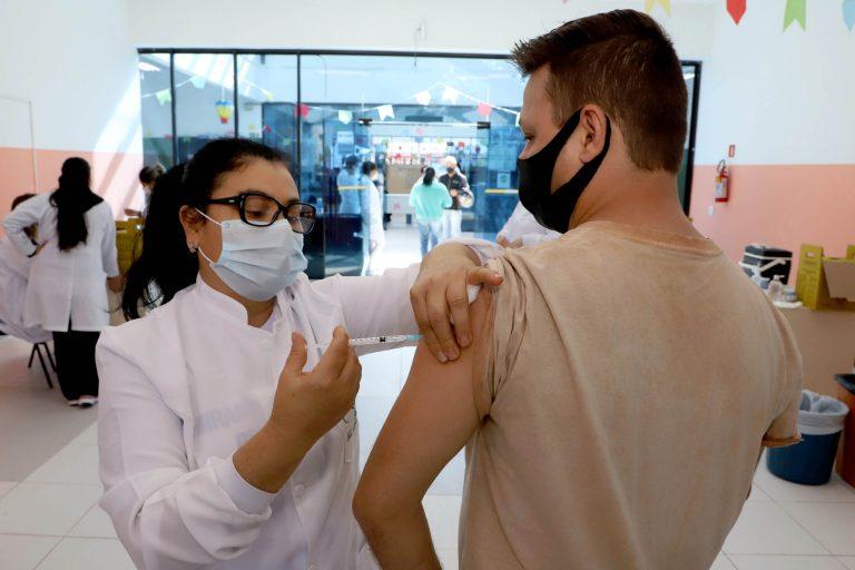 Paraná é terceiro estado que mais aplicou vacinas contra a Covid-19 na população em geral. Foto: Ari Dias/AEN